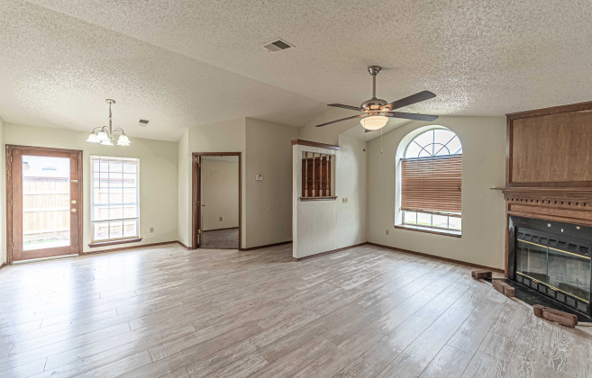 Moore, Oklahoma 73160, 3 Bedrooms Bedrooms, ,2 BathroomsBathrooms,Single Family,For Rent,1001